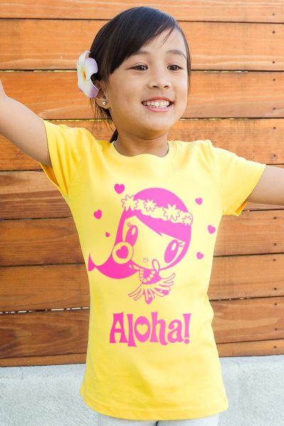 Girl wearing the Aloha Lolligag shirt